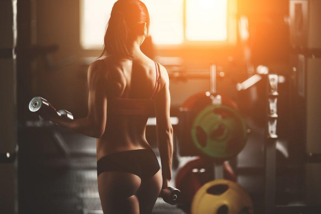 Подбор правильного веса главное в упражнениях для ягодиц