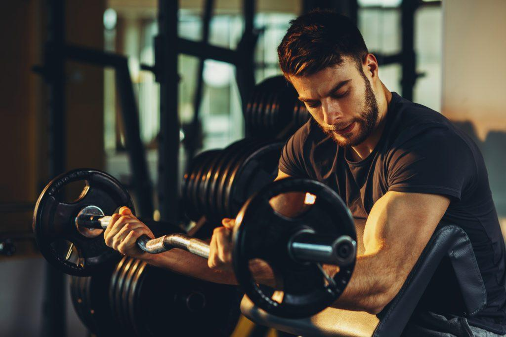 Сильный бицепс как результат усердных тренировок