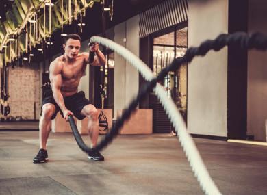 Тренировка с канатами помогает быть в тонусе