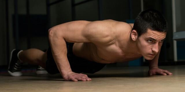 Отжимания для тренировки силы рук