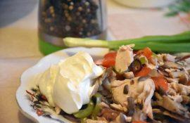 Салат из куриной грудки с вешенками при похудении: рецепт с фото