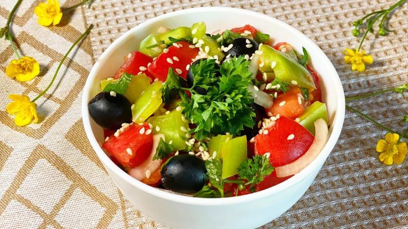 Изумительный летний ПП-салат с маслинами и кунжутом