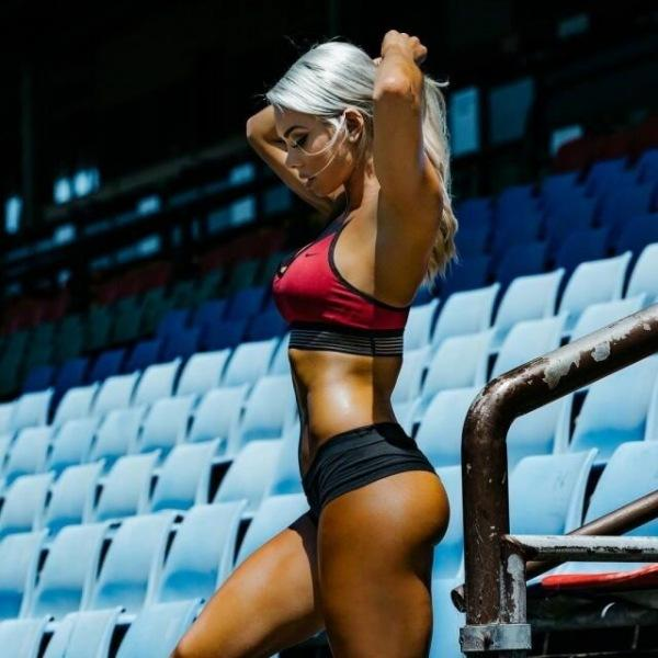 Лоуресн Симсон: одевала на фитнесс-турниры откровенную форму, что даже судьи отводили взгляды