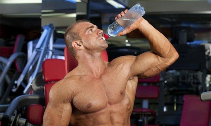 Сколько и как нужно пить воду для роста мышц? Научный анализ