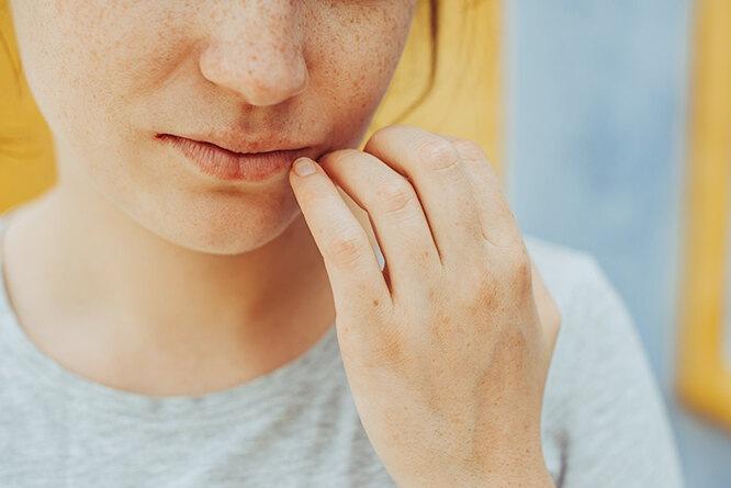 «Мне было их стыдно»: история женщины, решившей уменьшить губы