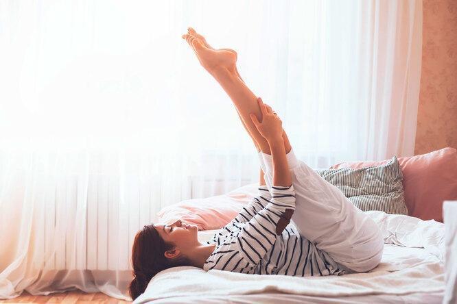 6 упражнений для идеальной фигуры, которые выполняются в постели