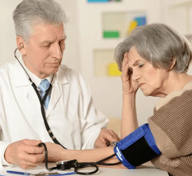 Четыре препарата, которые нельзя принимать пожилым людям