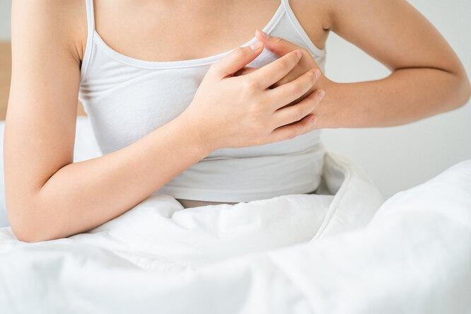 Киста, беременность или менструация: почему болит грудь и когда обратиться к врачу
